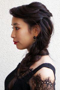 ざっくりゆる編み黒髪ロングヘアアレンジ