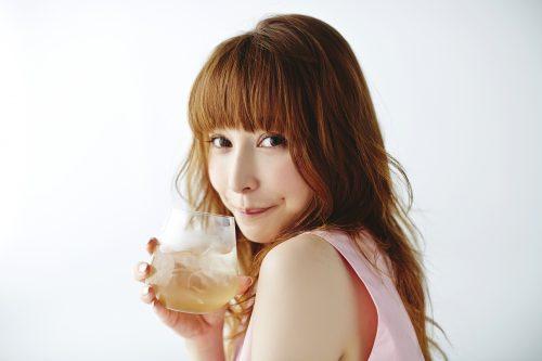モデルの間で評判の藤井リナがプロデュースした秘密の酵素ドリンクが発売!