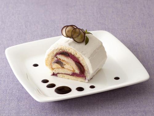 ぶどうとブルーベリームースのロールケーキ