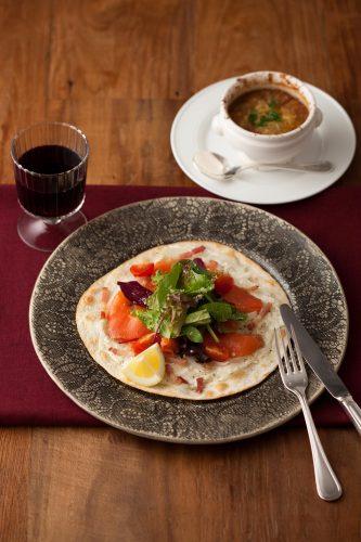 【キハチ カフェ】2種類のタルト 「タルトタタン」、「タルトフランベ」が登場