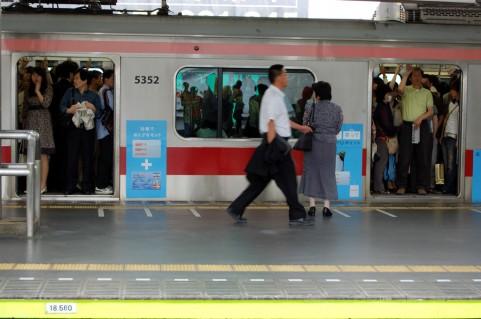 人数 満員 電車