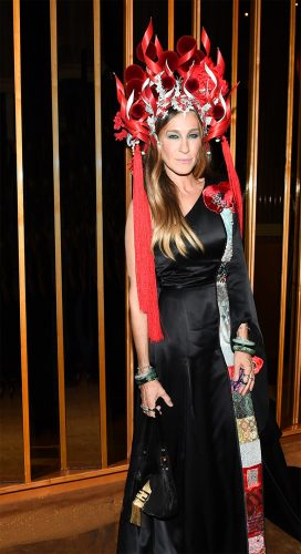 FENDI-BAGUETTE-FOR-SARAH-JESSICA-PARKER-AT-THE-MET--GALA-2015