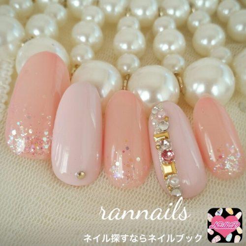 ピンク×ピンクの組み合わせで甘めネイル