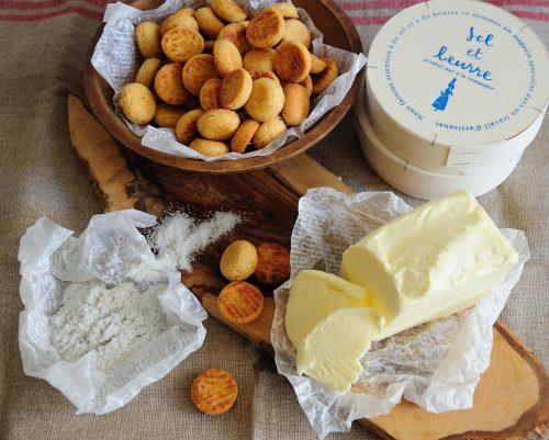 パティスリーアラカンパーニュがプロデュースする、フランス産の塩とバターにこだわったセル エ ブールのガレット ブルトンヌ800円(税抜き)。