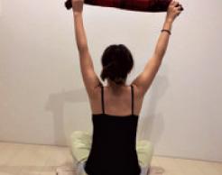 二の腕,肩胛骨,ストレッチ,美胸,マッサージ