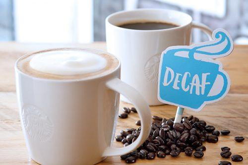 『ディカフェ スターバックス ラテ』(写真下) 『ディカフェ ドリップ コーヒー』(写真上)