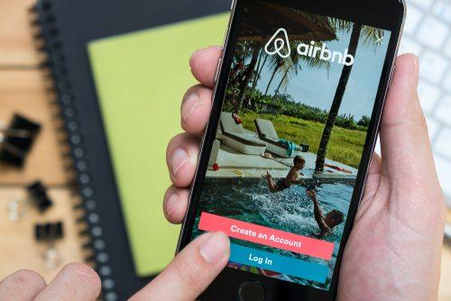 (c)shutterstock.com,Airbnb,民泊