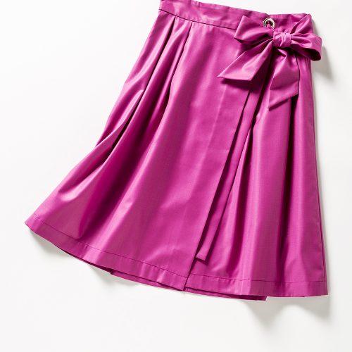 ビビッドなピンクスカート