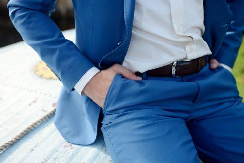 男性,スーツ,しぐさ,モテ,腕まくり
