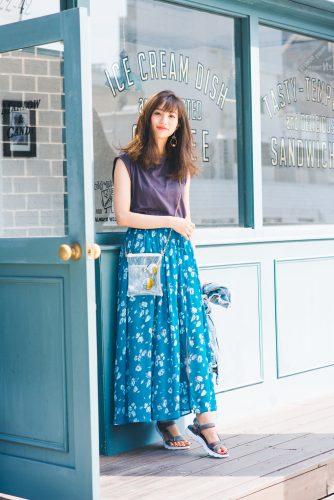 華やかな花柄マキシスカートが映える今日のコーデ