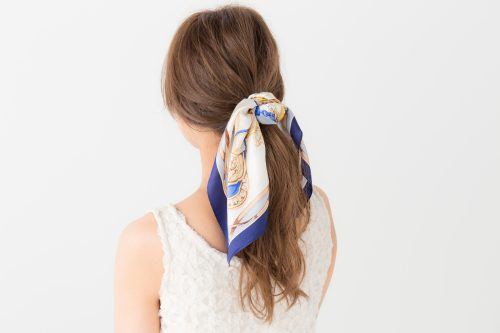 スカーフならポニーテールもひと味違う