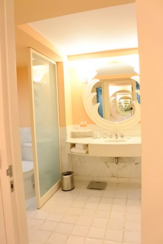 山本美月,Saipan,Mariana,Hyatt Regency Saipan,bathroom
