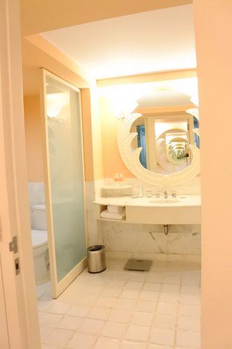山本美月,Saipan,Mariana,Hyatt Regency Saipan,bathroom