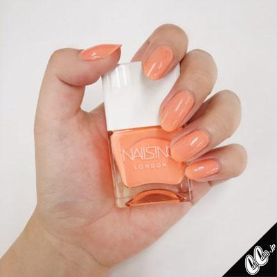 コーラルオレンジの単色ネイルで夏気分UP