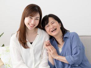 笑顔の母娘