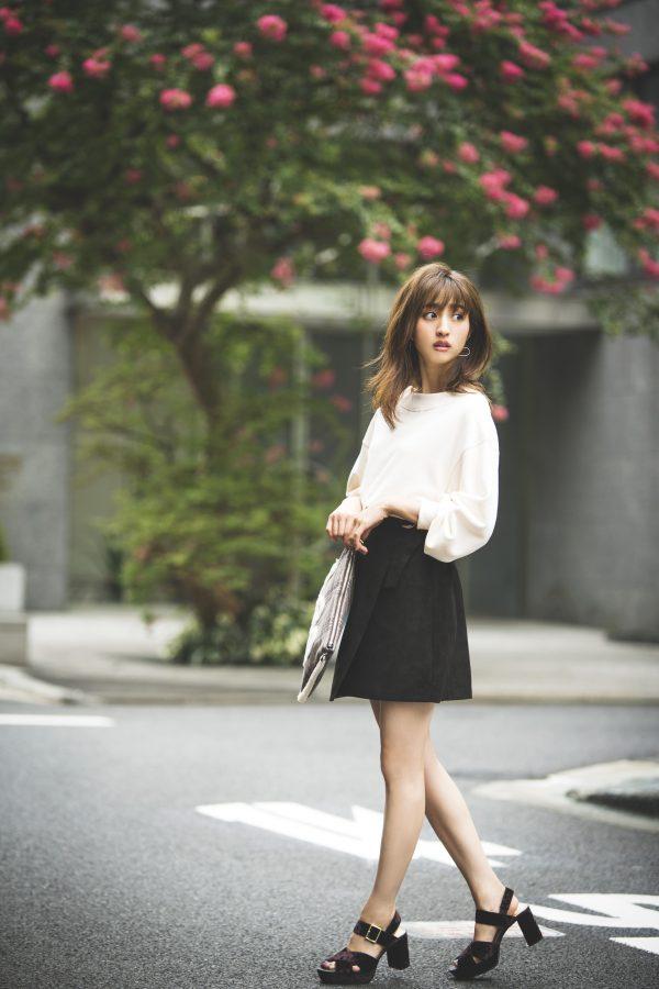 白プルオーバー×GUのミニスカート