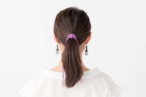 革紐を使えば断然おしゃれなまとめ髪