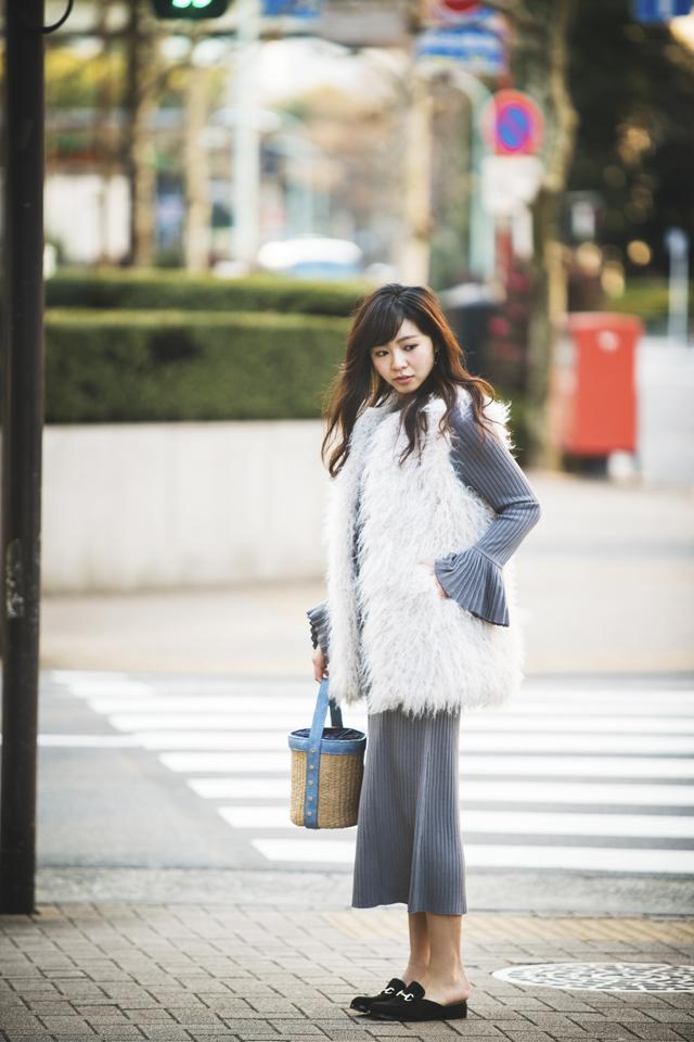 尾身綾子,ニットワンピース,ファー,気温10度〜12度のコーディネート