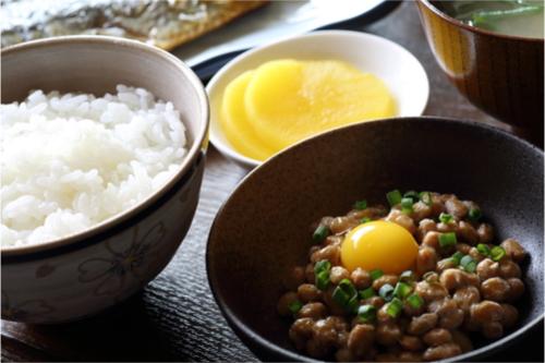 食べ物、生活習慣で乾燥肌対策
