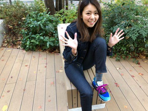 靴紐が解けなくて喜ぶ尾身綾子