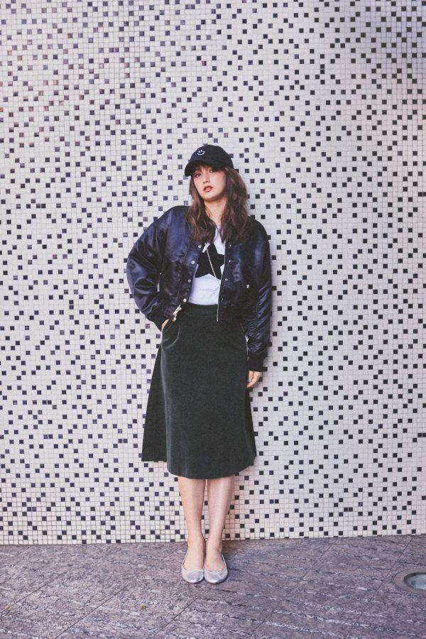 ギャップのブルゾン×ユニクロの黒スカート