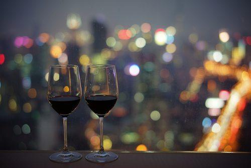 夜景のきれいなレストランで乾杯!