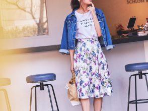 ロゴT×花柄スカート