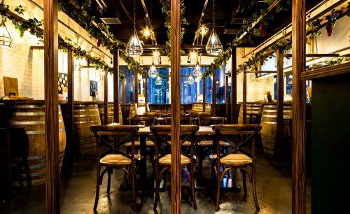 ウッドテイスト,樽のイス,有楽町,肉×クラフトビール 有楽町SORAバル