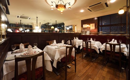 cafe et restaurant FiGAROの店内