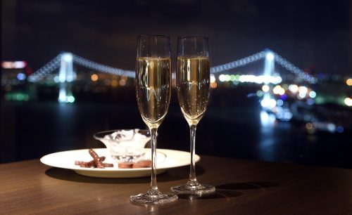 東京ベイナイトバー スカイビューラウンジ/ホテル インターコンチネンタル 東京ベイ、夜景、スパークリングワイン、ライトミール