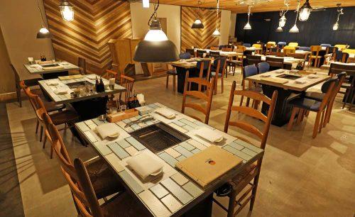 熟成和牛焼肉 エイジング・ビーフ TOKYO 新宿三丁目店の店内
