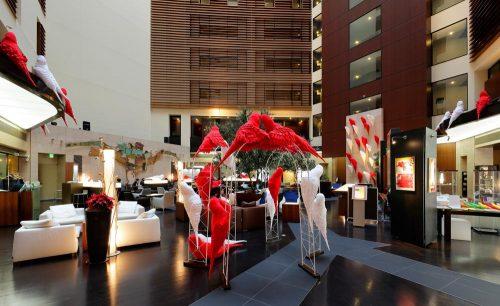 アートラウンジ,パークホテル東京,アート,吹き抜け,紅白