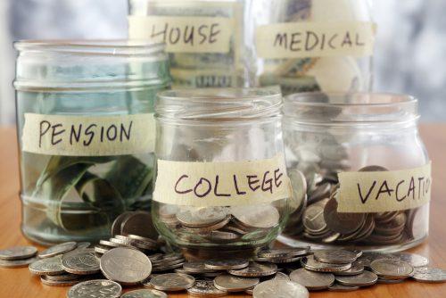 就活と旅行のために貯金をする