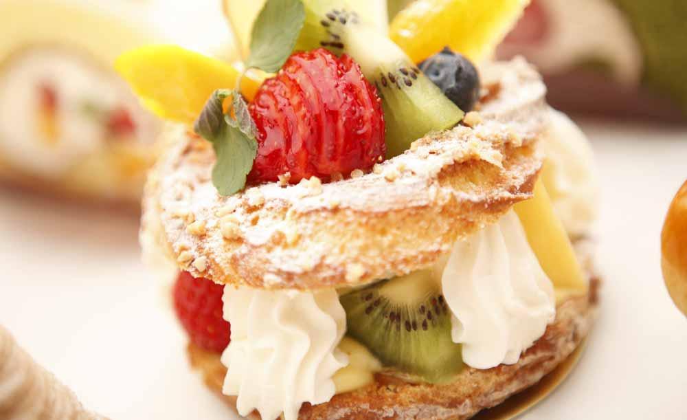 ティーラウンジ パレグレイス/新横浜グレイスホテルのケーキ