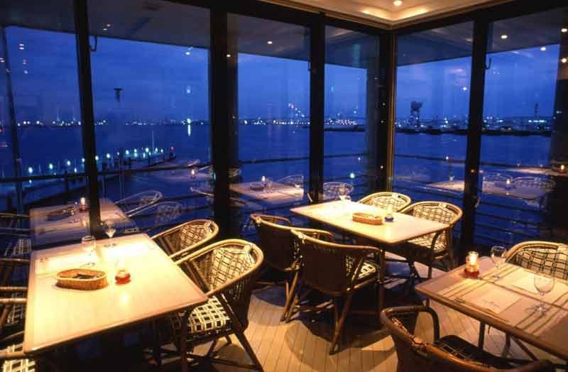 海鮮びすとろ「ピア21」/ヨコハマ グランド インターコンチネンタル ホテルの店内