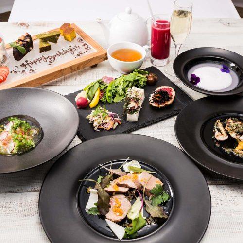 Cosme Kitchen Adaptation、レストラン、料理