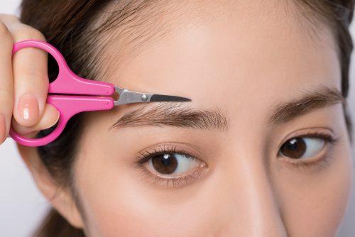 STEP③「アウトラインから外側2mm」よりはみ出た毛を切る