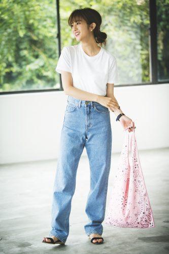 Tシャツ×デニムを女の子らしく