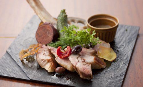 Osteria Casa Yoshida Pasta Bar、肉、ロースト、料理