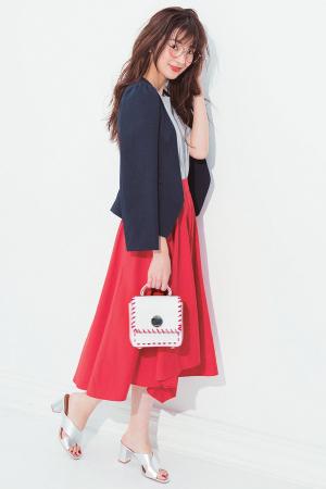 赤のフレアスカートでフレンチマリンな通勤コーデに☆