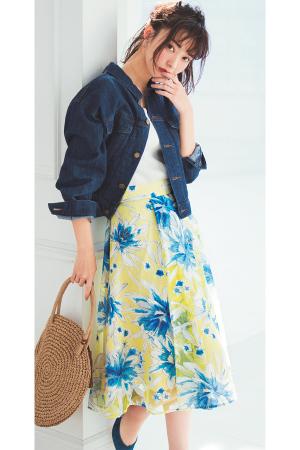フラワーの透け感がロマンティックなスカートコーデ♡