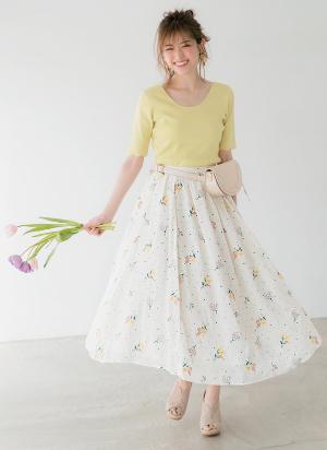 華やかに咲かせた小花の刺しゅうに、乙女心がキュンキュン♡