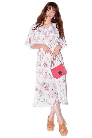 淡ピンクの花柄ワンピで女の子の魅力を引き出して♡