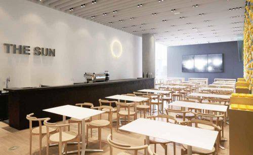 Cafe THE SUNの店内