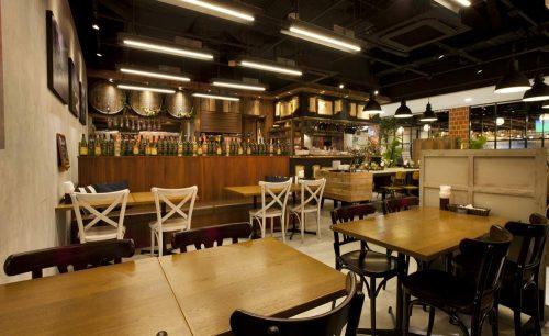 Grand Breton Cafe、店内