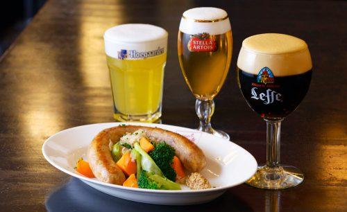 Belgian Brasserie Court Bruggeのビールとソーセージ