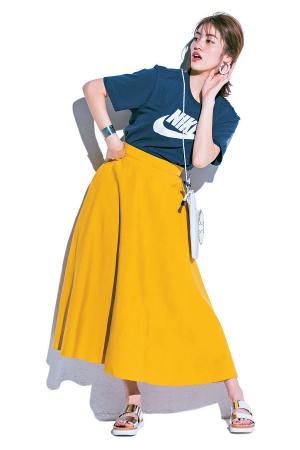 カジュアルなロゴTは×ロングスカートで大人っぽく♪