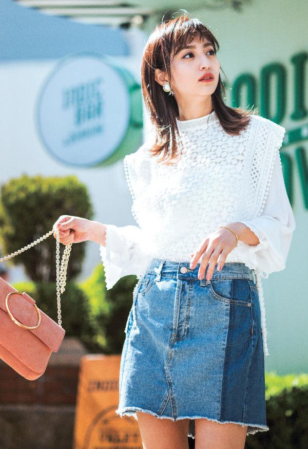 PART 01 ファッション編絶妙デザインや珍しい色、日本にありそうで見つからない韓国っぽかわいい服をピンポイントで!韓国で服を買うなら、この4アイテムを狙いうち♡毎日新商品が並ぶアジア最大の問屋街を持つ韓国には、最旬アイテムがあふれてる!しかも、日本よりお手頃価格で手に入るって…なんてお買い物天国♡ 中でも〝それどこの?〟って必ず聞かれる4アイテムと、その着こなしをご紹介!