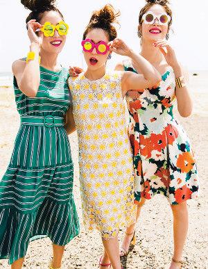 ハッピーカラー×大きめの花柄で、夏気分も最高潮!