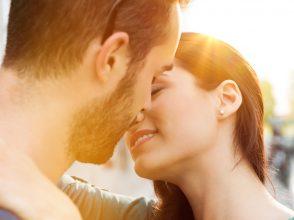 キスしているカップル